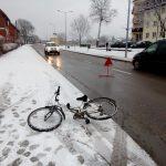 7 – latek wyjechał rowerem z podwórka prosto pod koła samochodu