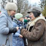 Mieszkańcy Węgorzewa spotkali się w centrum miasta aby przełamać się opłatkiem