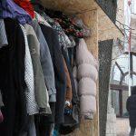 Wymiana ciepła pod olsztyńskim ratuszem. Harcerze dzielą się zimowym odzieniem