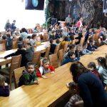 Przedszkolaki uczą się od leśników miłości do lasu