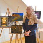 Wernisaż w  ośrodku dla cudzoziemców. 17-latka prezentuje oryginalne obrazy