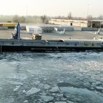 Tafla lodu na Zalewie Wiślanym jest niestabilna. Bosmanaty portów ostrzegają przed wchodzeniem