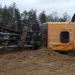 Utrudnienia na krajowej 51. W Gryźlinach ciężarówka blokuje jeden pas ruchu