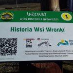 Gadające słupy opowiadają historię wsi Wronki