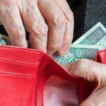 Pracownica banku uchroniła starszą panią przed utratą oszczędności