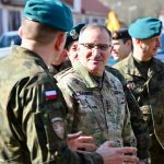 Dowódca sił NATO w Europie generał Curtis Scaparrotti u żołnierzy NATO w Bemowie Piskim.  ZDJĘCIA