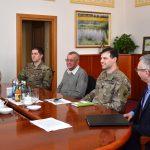 Amerykańscy żołnierze w urzędzie wojewódzkim. Rozmawiali o  manewrach Saber Strike