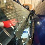 Fiat Punto przerobiony na skrytkę wypełnioną papierosami. Kierowca-przemytnik stracił auto i towar
