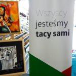 Osoby niepełnosprawne pokazują swoje obrazy w Olsztynie