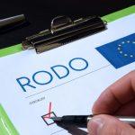 Ministerstwo Cyfryzacji przestrzega przed oszustami i apeluje, by nie dać się nabrać na RODO