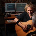 Cezary Makiewicz opowiada o muzyce i gitarach