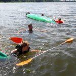 Nauka bezpiecznych zachowań na wodzie pod okiem płetwonurków. Szkolenie przeszło ponad tysiąc uczniów