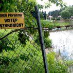 Kontrola pomostów i ogrodzeń na mazurskich jeziorach. Inspektorzy sprawdzają, czy nie jest łamane nowe prawo wodne