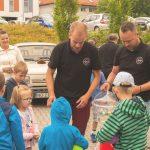 Miłośnicy zabytkowych samochodów zrobili niespodziankę pacjentom Szpitala Dziecięcego