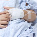 Coraz więcej dzieci trafia do szpitali z COVID-19 lub z zespołem pocovidowym