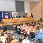 146 tysięcy uczniów na Warmii i Mazurach dostanie 300 złotych na szkolną wyprawkę. Znamy szczegóły programu Dobry Start