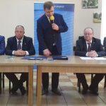 Prawie 50 milionów złotych na wojewódzkie drogi. W Wieliczkach podpisano umowy