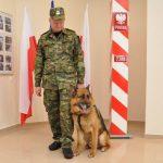 Po dziewięciu latach służby pies Fuks przechodzi na zasłużoną emeryturę