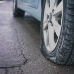 Mieszkaniec Morąga zniszczył auta działaczy PiS. Straty wyceniono na ponad 3 tysiące