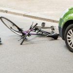 Fatalny wypadek rowerzysty w Zalewie. 19-latek po kilku dniach zmarł w szpitalu