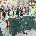 Taniec, muzyka i śpiew. Ulicami Olsztyna przeszli artyści z różnych zakątków świata