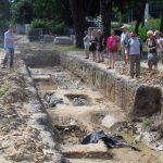 Remont ulicy Partyzantów wstrzymany. Czy odkryty cmentarz zostanie zabytkiem?