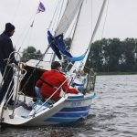 Wietrznie na Wielkich Jeziorach Mazurskich. Ratownicy od rana prowadzą akcje na akwenach