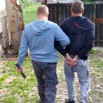 Ostródzcy kryminalni zatrzymali 35-latka poszukiwanego trzema listami gończymi oraz Europejskim Nakazem Aresztowania