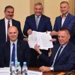 Będzie bezpieczniej i bardziej komfortowo. Podpisano umowę na przebudowę odcinka DK63 w Orzyszu