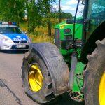 Jechali traktorem i pili piwo. Tłumaczyli, że to przez upały