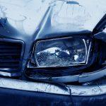 Szarżował autem i uderzył w latarnię. Groźny wypadek na ul. Krasickiego w Olsztynie [WIDEO]