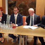 """Program """"Opieka 75+"""", zarobki pracowników socjalnych, spotkanie z wyborcami. Minister Elżbieta Rafalska z wizytą w Iławie"""