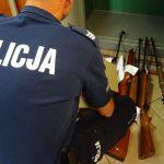 Przyjechali interweniować w sprawie przemocy domowej. Przy okazji znaleźli broń i amunicję