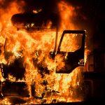Na niestrzeżonym parkingu spłonęło siedem ciężarówek