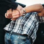 Kurier zgłosił się na policję, bo okradli mu służbowe auto. Jak się okazało, złodziejem był jego kolega