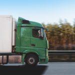 7 godzin trwało przeładowywanie towaru z uszkodzonej ciężarówki na DK15 koło Ostródy