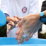 """""""Myję ręce, bo wiem więcej"""". Pracownicy sanepidu uczą, jak ustrzec się przed chorobami brudnych rąk"""