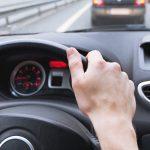"""Czy można jeździć szybko, ale bezpiecznie? """"Jeśli pieszy zderzy się z autem przy prędkości 70 km/h, nie ma szans na przeżycie"""""""