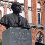 W Olsztynie odsłonięto pomnik księdza Zinka. Jako jedyny nie podpisał deklaracji Episkopatu aprobującej aresztowanie prymasa Wyszyńskiego
