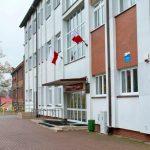 Na terenie szkoły w Dźwierzutach posadzono dąb upamiętniający poetę Michała Kajkę