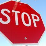 Nie zatrzymał się przed znakiem STOP. O mały włos nie doszło do tragedii