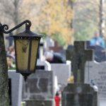 Mężczyzna, który kradł z cmentarzy ludzkie szczątki usłyszał kolejne zarzuty