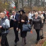 Seniorzy maszerowali ramię w ramię z młodzieżą. Parkiem Kusocińskiego przeszedł Międzypokoleniowy Marsz Niepodległości