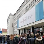 Niepodległościowy baner ozdobił budynek Urzędu Wojewódzkiego. Projekt wybrali mieszkańcy Warmii i Mazur