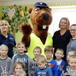 Sierżant Bóbr edukuje najmłodszych. Policyjna maskotka odwiedziła dzieci z powiatu gołdapskiego