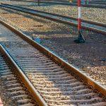 Nowe tory, perony i przystanki na modernizowanej linii kolejowej ze Szczytna do Ełku