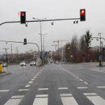 Jeszcze jedna sygnalizacja świetlna na al. Sikorskiego w Olsztynie. W pobliżu powstał Gigamarket