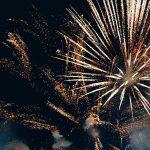 Pokaz laserów zamiast fajerwerków. Część miast na Warmii i Mazurach świętowało Sylwestra bez petard