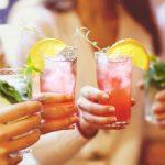 Prawie 3 miliony Polaków pije alkohol ryzykownie lub szkodliwie. Zdaniem ekspertów powodem jest powszechne przyzwolenie na picie