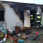 Dwie rodziny straciły dach nad głową w pożarze dwóch kontenerów mieszkalnych w Sętalu w gminie Dywity